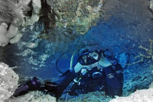 Plongeur au fond de l'eau